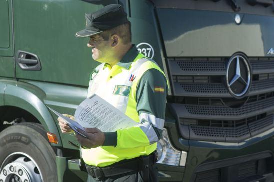policía sanción camión